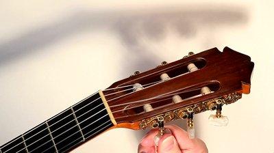 کوک کردن گیتار با تیونر